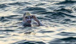 'American Cancer Survivor' Menjadi Orang Pertama yang Berenang di Selat…