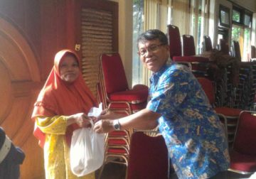 Berbagi Kasih bagi Korban Banjir di Sekitar Kantor Yakoma PGI