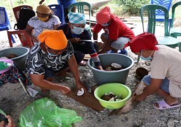 PRB-PGI Lakukan Pendampingan Pembuatan Minyak Kelapa dan Keripik di Jemaat GPID dan GKST Kabupten Sigi, Sulawesi Tengah
