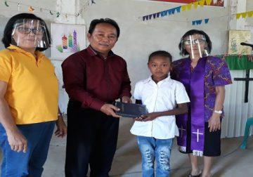 Pengurus Pelka Anak Sinode GPIBT Salurkan Alkitab Menyambut HDA 2020